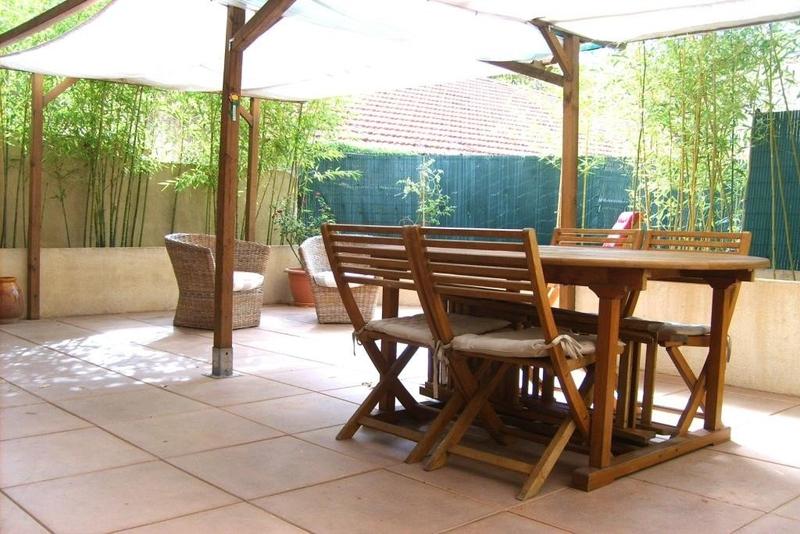 Rez jardin toulon mourillon immoselection for Garage a vendre toulon mourillon
