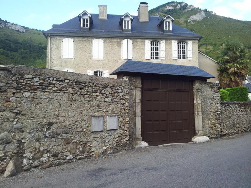Chateau, 330 m²