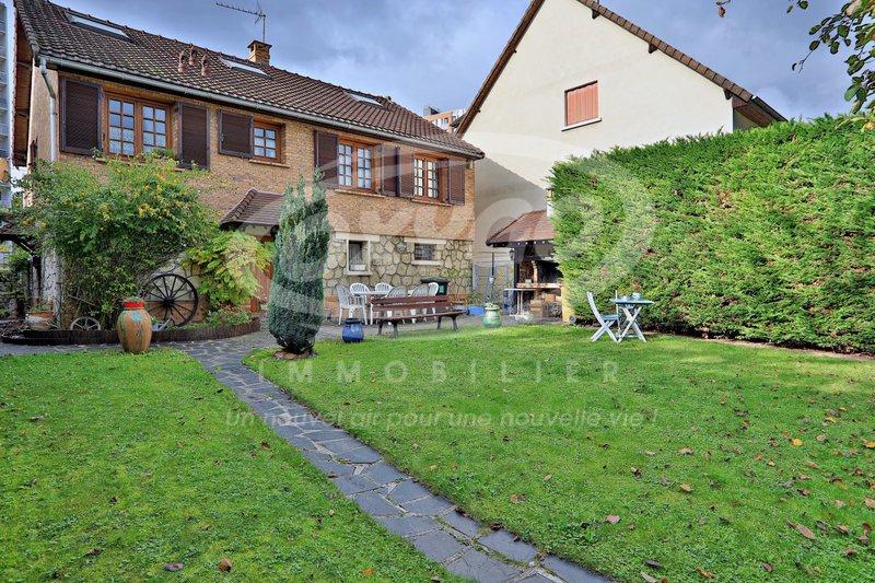 Maison etage franconville immoselection for Garage de la piscine franconville