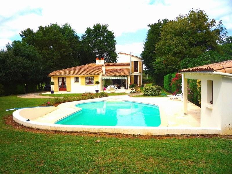 Maison piscine lormont immoselection for Piscine lormont
