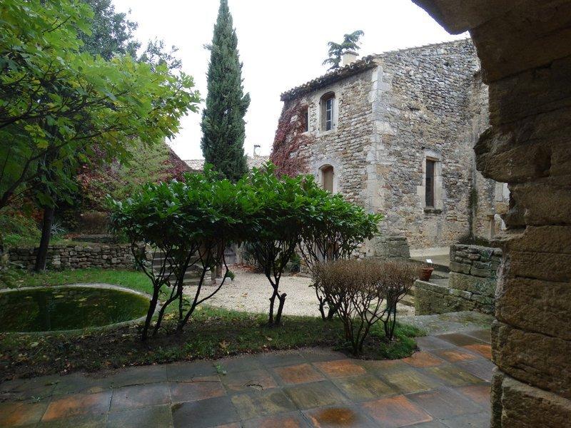 Maison jardin clos murs renove immoselection for Amenagement petit jardin 80m2