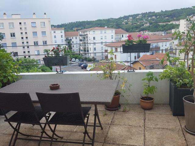 Appartement atypique lyon terrasse immoselection for Appartement atypique lyon