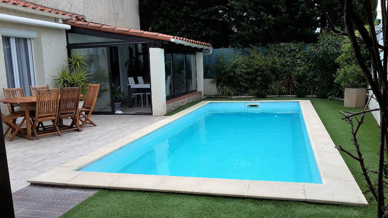 Barbecue pool house jardin piscine immoselection for Pole house piscine